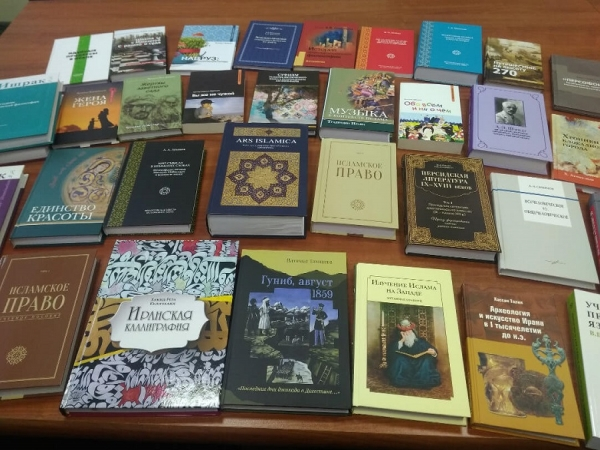 Ibn Sina Foundation donates books to the library of the Higher School of Economics
